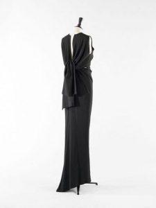 Balenciaga. Boléro et robe. Ensemble (habillement). Crêpe noir et crêpe rose pour le bustier. 1964. Galliera, musée de la Mode de la Ville de Paris.